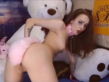 Webcam Girl with Small Titis - Play Dog
